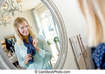 verificar, mulher, aparência, dela, espelho