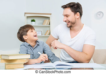 verificar, pai, jovem, filho, agradado, dever casa
