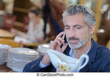 verificar, teléfono, antigüedades, valor, hombre