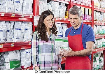 verkäufer, assistieren, kunde, in, kaufen, hätscheln speise, an, kaufmannsladen