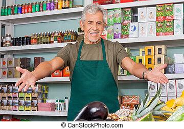verkäufer, mit, arme ausgestreckt, supermarkt
