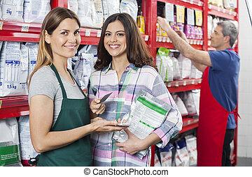 verkäuferin, annehmen, zahlung, von, kunde, in, haustier, laden