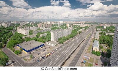 verkeer, op, de, verhevene straat, timelapse, viaduct, op, yaroslavl, snelweg, in, moskou