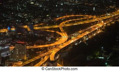 verkeer, van, auto's, op, de, snelweg, in, een, grote stad, verkeer, van, een, megacity, stedelijke , stijl