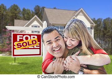 verkligt gods, hus, par, underteckna, främre del, såld