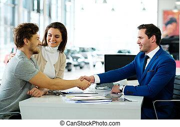 verkoper, en, klant, schuddende handen, feliciteren, elkaar,...