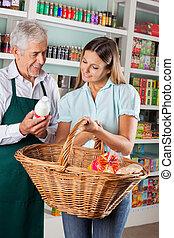 verkoper, helpen, klant, aankoop, kruidenierswaren