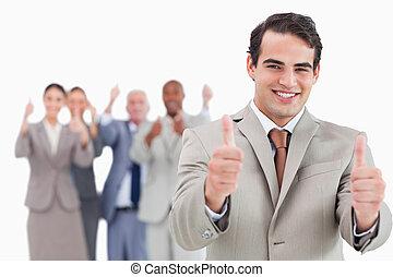 verkoper, met, team, achter, hem, geven, beduimelt omhoog
