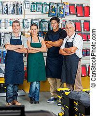 verkopers, het glimlachen, in, hardware winkel