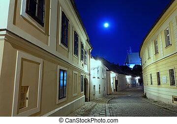 verlaten, straat, van, bratislava, op de avond, in, een, volle maan