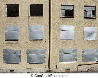 verlaten, woning, met, ingestappen boven, vensters