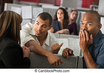 verlegen, man, met, medewerkers
