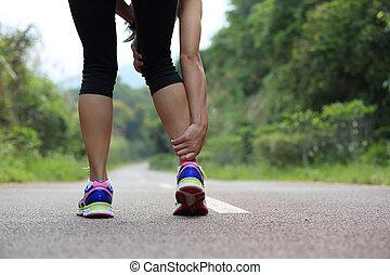 verletzte frau, sie, bein, läufer, sport, halten