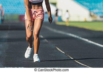 verletzte frau, sie, bein, läufer, spur, halten