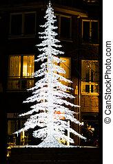 verlicht, op, kerstmis boom decoratie, in de stad, straten, op de avond