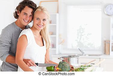 verliefd, jong paar, het koken