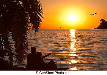 verliefd koppel, schouwend, mooi, ondergaande zon , op,...