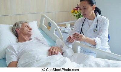 vermakelijk, positief, arts, geven, haar, patiënt, een, stuk, van, raad
