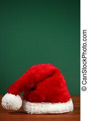 vermelho, chapéu santa, com, espaço cópia, ligado, verde, e, madeira, fundo
