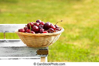 vermelho, doce, cerejas, em, cesta, colheita, em, cedo,...