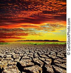 vermelho, dramático, pôr do sol, sobre, secos, terra rachada