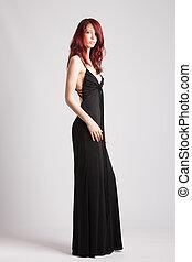 vermelho-haired, menina, em, longo, noite, vestido preto