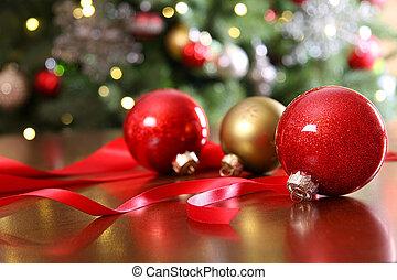 vermelho, ornamentos natal, ligado, um, tabela
