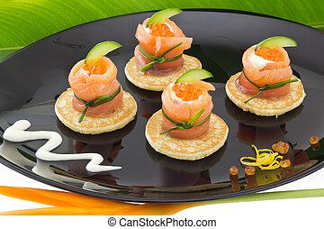 """vermelho, salmão, rolo, com, queijo, caviar, e, pepino, on"""", blinis"""""""
