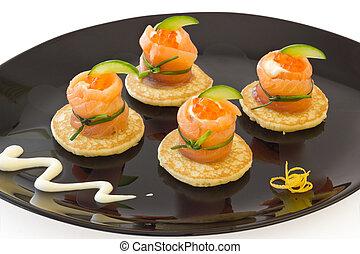 vermelho, salmão, rolo, com, queijo, caviar, e, pepino, on%u201d, blinis%u201d