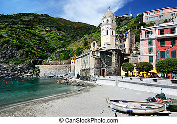 Vernazza village in the Cinque Terre, Italy - Vernazza...