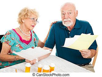 verontruste, medisch, senior koppel, rekeningen