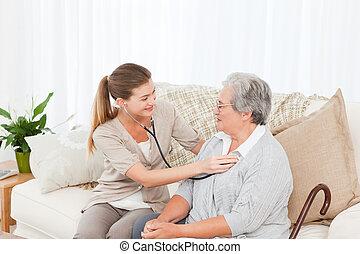 verpleegkundige, boeiend, de, hartslag, van, haar, patiënt