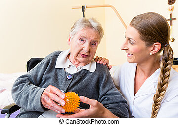 verpleegkundige, geven, lichamelijke behandeling, om te, oude vrouw