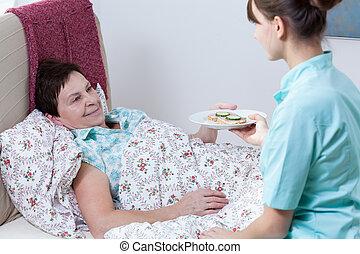 verpleegkundige, geven, patiënt, maaltijd