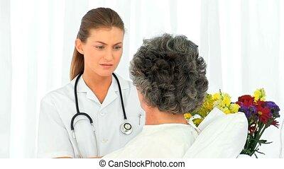 verpleegkundige, klesten, met, haar, patiënt