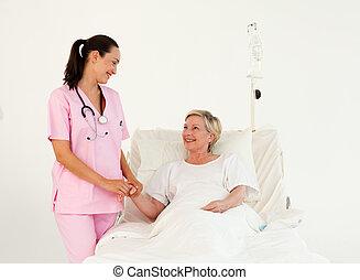verpleegkundige, portie, een, senior, patiënt