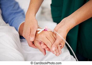 verpleegkundige, vasthouden, patiënten, hand, in, ziekenhuis