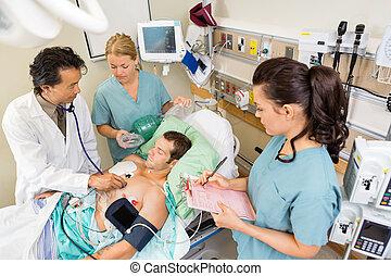 verpleegkundigen, het onderzoeken, ziekenhuis, patiënt, arts