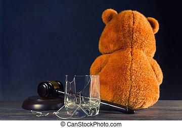 verre., droits, divorce, alcoholism., ou, concept, cassé, ours, privation, juge, marteau, dû, parental, teddy