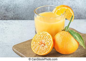 verre, jus, planche découper, mandarines, orange, frais