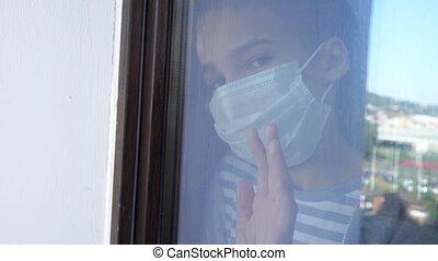 verre., par, adolescent, regard, masque, fenêtre, protecteur, girl, dehors., dehors