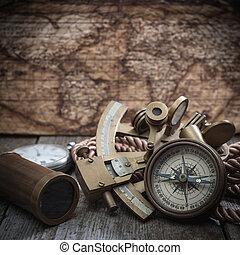 verrekijker, kompas, sextant, hout