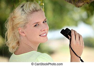 verrekijker, vrouw, jonge, fair-haired