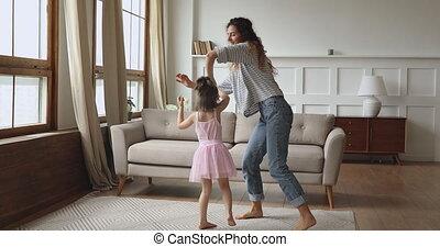 verrukt, strengeling, kind, dancing, weinig; niet zo(veel), ...
