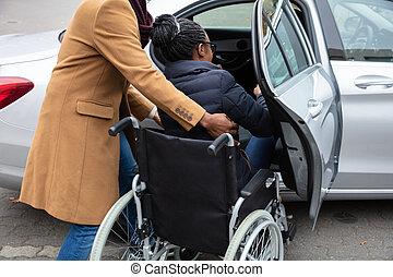 vers, elle, épouse, voiture, handicapé, déplacer homme