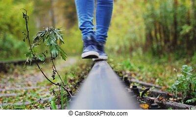 vers, femme, insouciant, rails, pieds, railway., va, ...