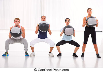 verschieden, menschengruppe, trainieren, mit, pilates, in, turnhalle