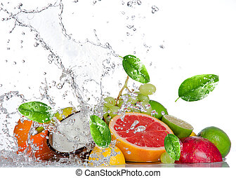 verse vruchten, met, water, gespetter, vrijstaand, op wit