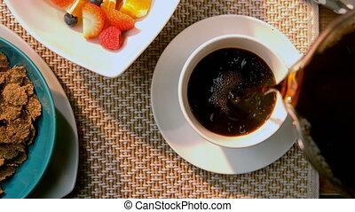 verser, 4k, tasse à café