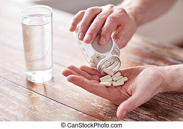 verser, pot, haut, main, fin, pilules, homme
